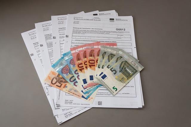 bankovky na formuláři