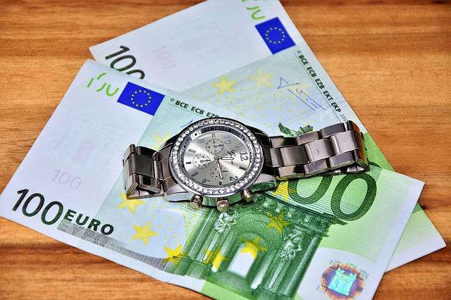 hodinky na bankovkách