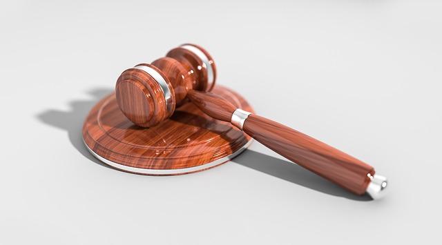 kladivo pro soudce.jpg
