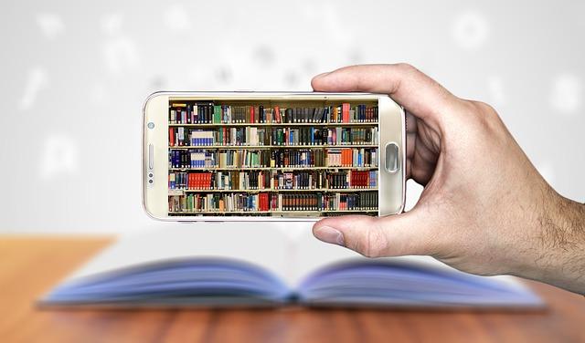 mobil nad knihou.jpg