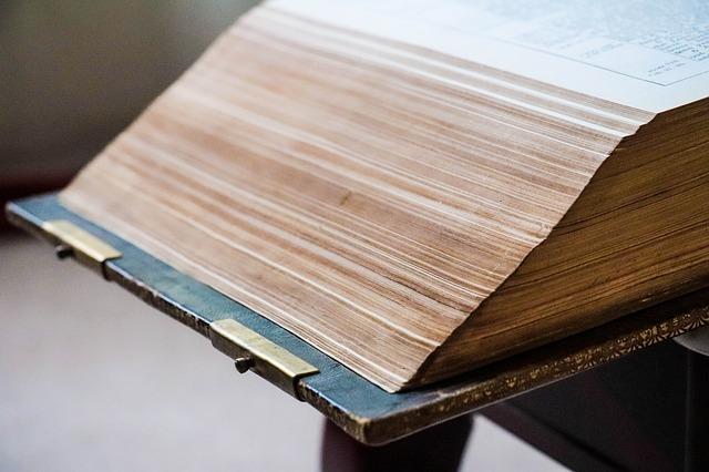 rodinná bible.jpg