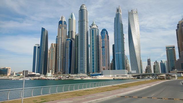 mrakodrapy ve městě.jpg